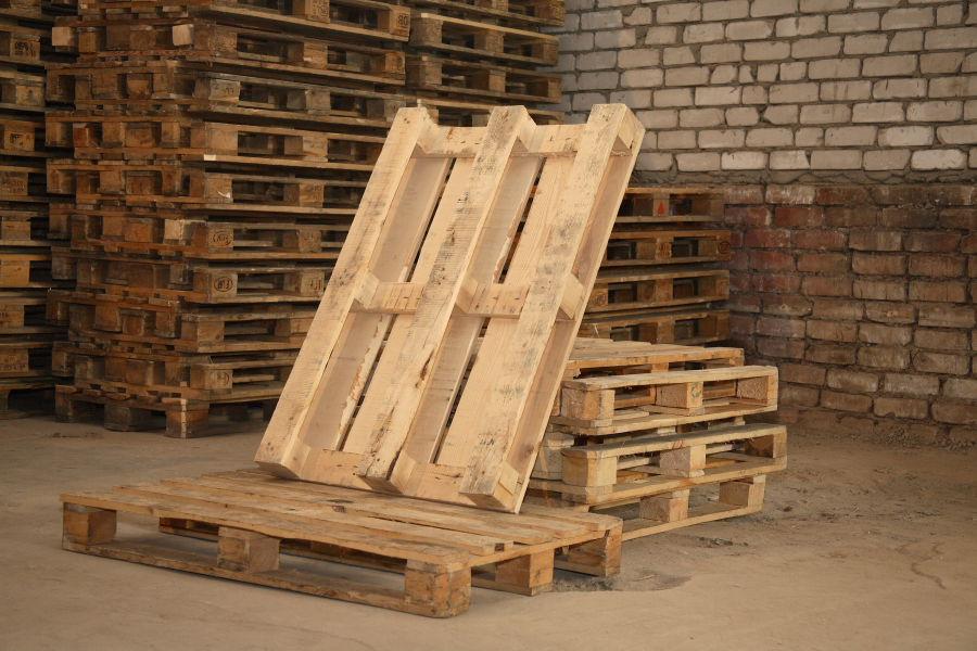 Шикарное кресло из поддонов своими руками  современно и не колхозно