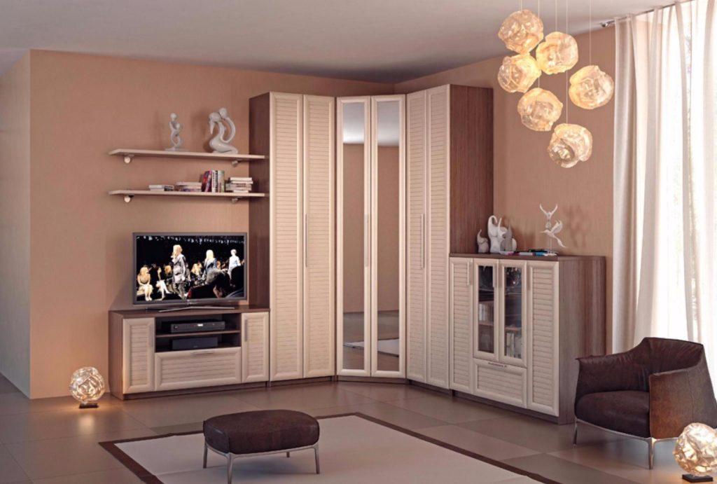 Компактная и эргономичная мебель: угловой шкаф купе